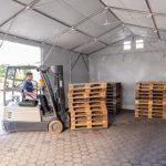 TOOLPORT Tente de Stockage Industriel Hangar 6×12 m à 4 mètres de Hauteur de côté avec bâches en PVC Gris de 550 g/m² 100% imperméable avec Porte coulissante